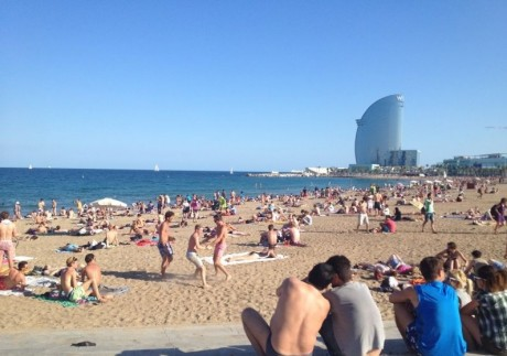 spain-school-tour-to-barcelona-barceloneta-beach