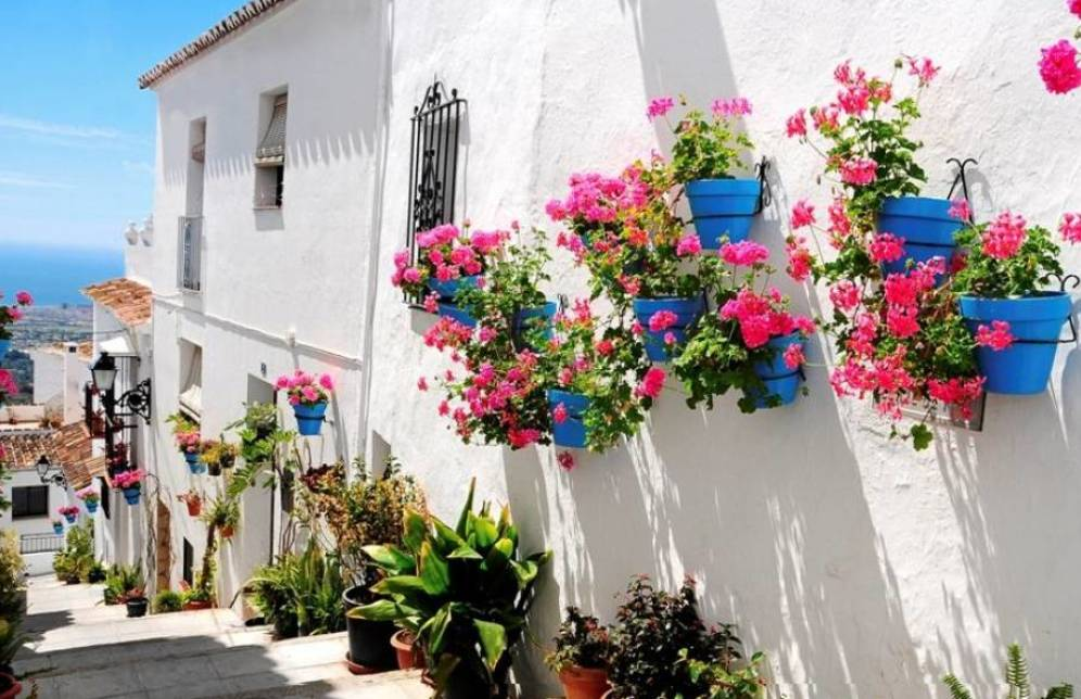 cutural-stays-in-malaga-for-groups-of-students-view-of-mijas