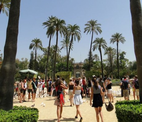 group-of-students-visiting-andalucia