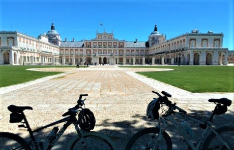 school-trip-to-madrid-bike-tour-in-aranjuez